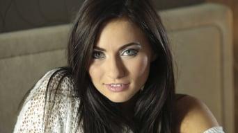 Michaela Isizzu in 'La Morena Hermosa'